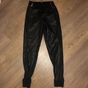 Women's Jogger (leathery material)